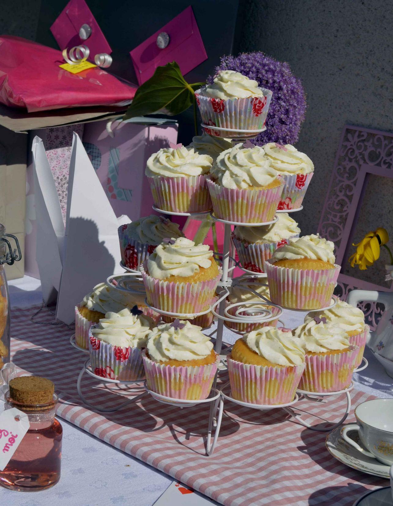 Gateau Alice Aux Pays Des Merveilles à sweet table - baby shower - thème alice au pays des merveilles